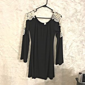 Bell sleeve boho black dress sz small
